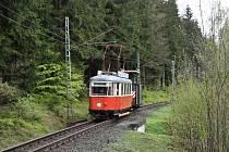 Historická tramvaj 6MT z vagónky Česká Lípa na meziměstské trati do Jablonce nad Nisou.