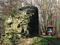 Národní přírodní památka ČERTOVA ZEĎ (ev.č. 2462) se nachází asi 4 km západně od města Český Dub v okrese Liberec.