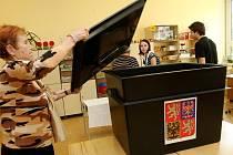 Volební okrsek č.51 v Základní škole Dobiášova v Liberci se mohl pochlubit téměř 50 procentní účastí voličů. V této škole byly čtyři volební místnosti.