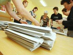 Sčítání volebních lístků. Ilustrační foto.