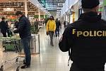 Policisté v Libereckém kraji kontrolují dodržování mimořádných a krizových opatření.