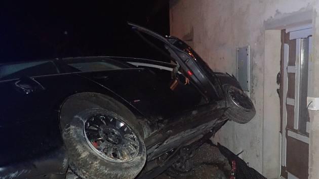 Aktuálně se jedná i o zlepšení dopravního opatření v úseku silnice I. třídy číslo 10 v Dolánkách u Turnova. Zde se nedávno stala nehoda, při které řidič osobního auta dostal smyk, dvakrát se přetočil přes střechu a narazil do stěny domu.