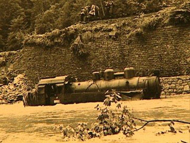 Železniční neštěstí ze dne 4.7.1958. Vlakvedoucí byl na špatný stav tratě upozorněn, přesto ale vyjel. Zahynuli tam 4lidé.
