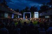 Autorská módní přehlídka návrhářky Beaty Rajské proběhla 23. srpna v atriu Kulturního centra Vratislavice 101010. Na snímku je zpěvačka Tereza Kerndlová.