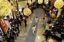 SEMIFINÁLE A FINÁLE šermířského turnaje Ještědský kalíšek se odbylo v prostorách obchodního centra Forum na Soukenném náměstí.