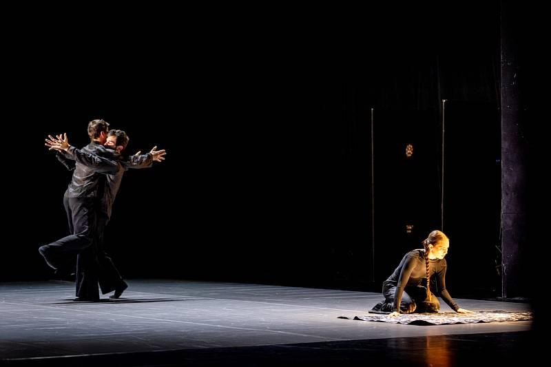 V neděli 10. října se uskutečnila světová premiéra nového tanečního projektu Stabat Mater v Liberci v podání renomovaného tanečního souboru Dekkadancers.