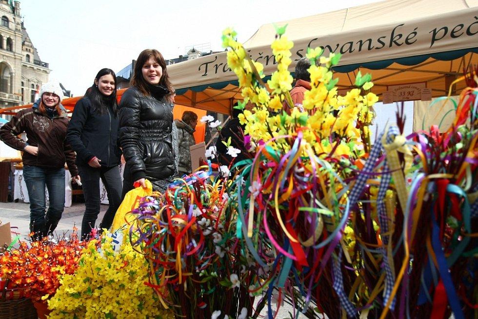 Velikonoční trhy na náměstí Dr. E. Beneše v Liberci, 2012.