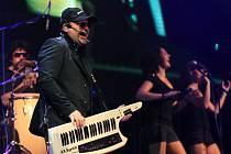 Poslední zastávkou Michala Davida na jeho turné Hit tour byla liberecká Tipsport arena. Doprovázela ho zpěvačka Lucie Vondráčková.
