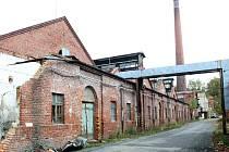 BROWNFIELDŮ JE V LIBERECKÉM KRAJI POŽEHNANĚ. Mezi opuštěné průmyslové areály patří například bývalá Kolorav Hrádku nad Nisou.