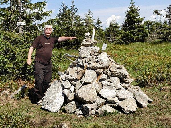ROMAN KARPAŠ - grafik, nakladatel a badatel vregionální historii. Autor a spoluautor více jak desítky knih.