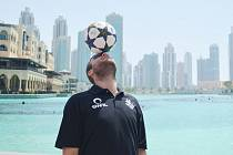 LUCASO se dostal s míčem i do Dubaje.