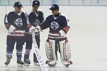 Při slavnostním otevření hokejové haly ve Frýdlantě se dařilo starším žákům (na snímku), kteří otevřeli zimní stadion výhrou nad HC Lomnice 7:4.