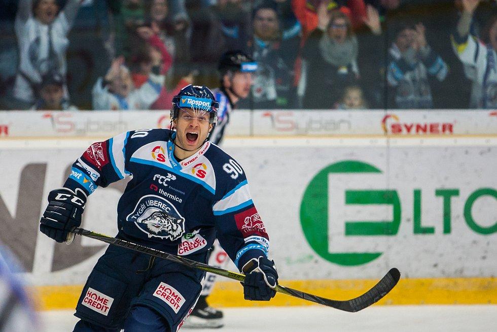Utkání 47. kola Tipsport extraligy ledního hokeje se odehrálo 4. února v liberecké Home Credit areně. Utkaly se celky Bílí Tygři Liberec a HC Sparta Praha. Na snímku je Tyler Redenbach.