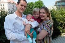 ŠŤASTNÁ RODINA. Petr Malaník na snímku s manželkou Jitkou a dcerami Verunkou a Terezkou.