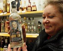 Paní Olga nabízí svým krajanům i liberečanům ruské ryby, sýry, kaviár, zmrzlinu, pivo, alkohol, za zmínku stojí například vodka Kalašnikov.