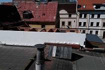 Rozestavěný dům v ulici Na Kopečku v Liberci. Tady stavební úřad nařídil černou stavbu ihned přerušit. Ne ve všech případech ale úředníci takto postupují.