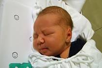 Kryštof Ježek se narodil 11. prosince v liberecké porodnici mamince Petře Okurkové z Liberce. Vážil 3,6 kg a měřil 49 cm.
