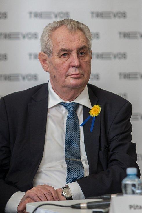 Prezident České republiky Miloš Zeman (na snímku) navštívil 9. května společnost Trevos v Turnově.