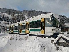 Liberecká nízkopodlažní tramvaj typu RT6S.