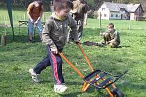 Oblíbenou zábavou malých návštěvníků se v průběhu sobotního odpoledne staly závody s trakařem.