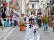 Průvodem loutek a masek odstartoval 13. června v Liberci festival profesionálních loutkových divadel. Průvod vedl od Naivního divadla přes náměstí Dr. E. Beneše a zpět.