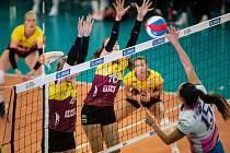 Liberecké volejbalistky (vlevo) porazily Prostějov 3:0, doma neztratily v sezoně zatím ani set. Foto: www.cvf.cz
