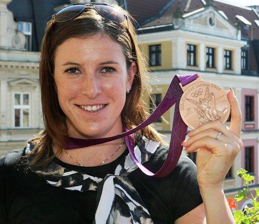 Zuzana Hejnová přivezla zolympiády bronzovou medaili.