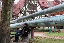 parovod parku neslušel. Parovod velkou slávu parku ve Vratislavicích nedělal. Nyní už edefinitivně mizí pod zemí