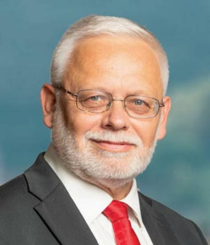 Josef Jadrný, 64 let, zastupitel obce Janův Důl, podnikatel, jednatel neziskové organizace AZDE, z.s., ČSSD.