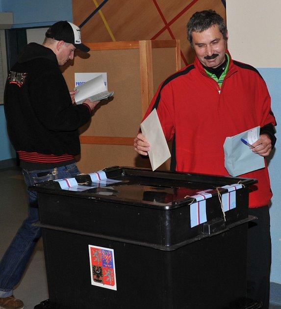 Voliči vZákladní škole vHarcově vLiberci.