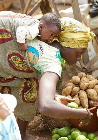SDRUŽENÍ KEDJOM KEKU pomáhá obyvatelům Kamerunu.