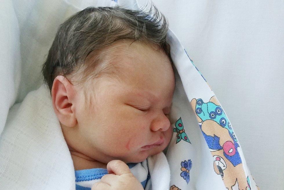 Rodičům Renátě a Františkovi Kropáčovým z Děčína se v úterý 18. srpna ve 23:21 hodin narodil syn František Kropáč. Měřil 52 cm a vážil 3,92 kg.