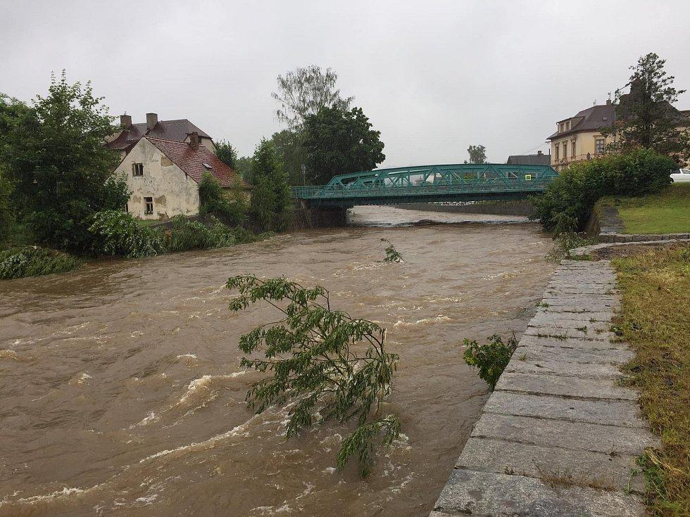 Na Smědé ve Frýdlantě byl v 10.30 vyhlášen první stupeň povodňové aktivity.