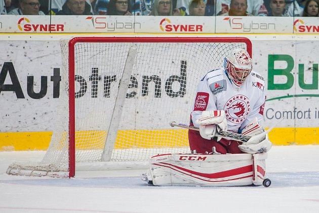 Utkání 19. kola Tipsport extraligy ledního hokeje se odehrálo 3. listopadu v liberecké Home Credit areně. Utkaly se celky Bílí Tygři Liberec a HC Oceláři Třinec. Na snímku je brankář jan Strměň.