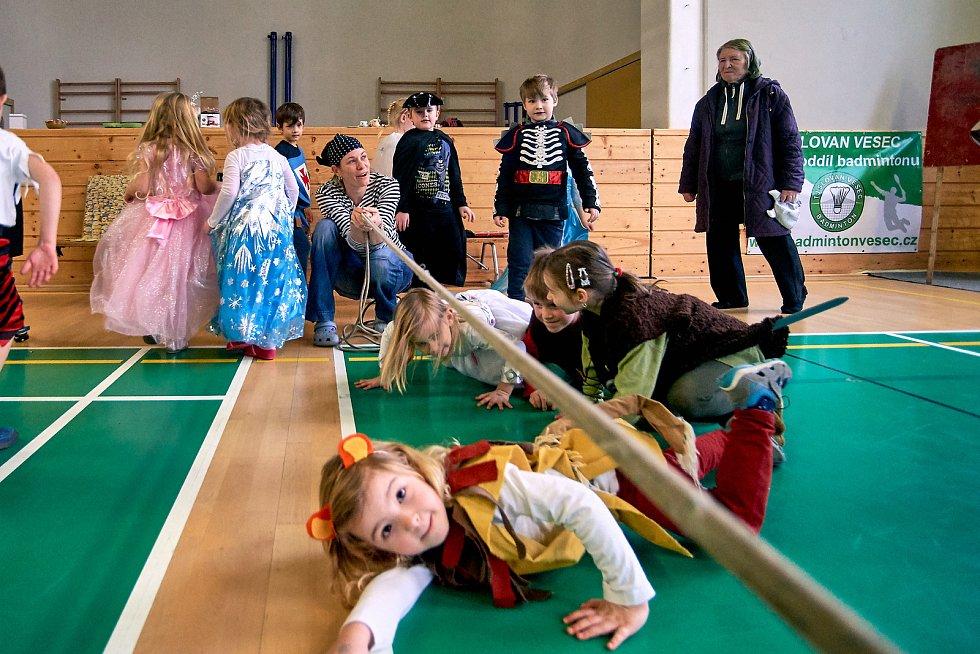 Velký maškarní ples loni pořádal 10. přístav vodních skautů a skautek: Maják Liberec.