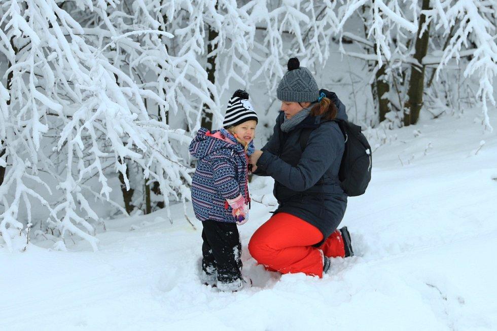 Lidé si užívali sněhu na libereckém Javorníku.