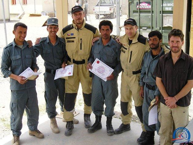 HASIČI Z PROVINCIE LÓGAR prošli praktickým kurzem pod vedením libereckých kolegů.