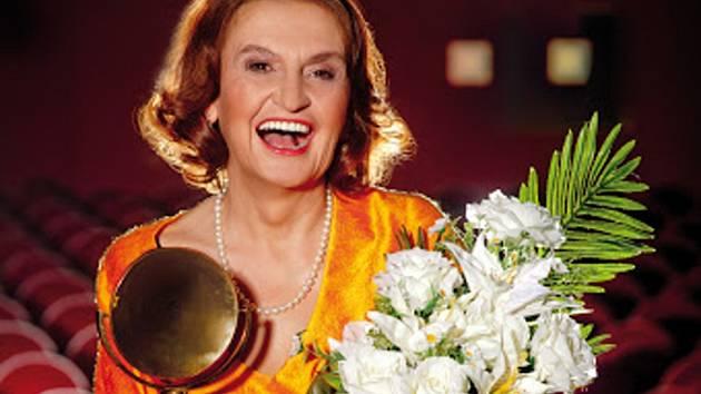 HVĚZDA. Herečka Eva Holubová přiveze do divadla svou one woman show.