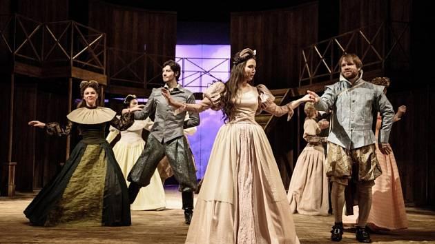 Eliška Jansová ve hře Zamilovaný Shakespeare.