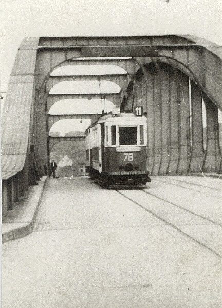 Dobový snímek z ústeckého provozu Bovery