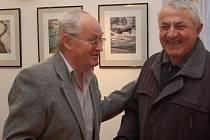 HEJNICKÝ FOTOGRAF. Jiří Bartoš (na fotografii vlevo) má svou novou výstavu s názvem Norsko a Toskánsko v galerii Mezinárodního centra duchovní obnovy v Hejnicích.