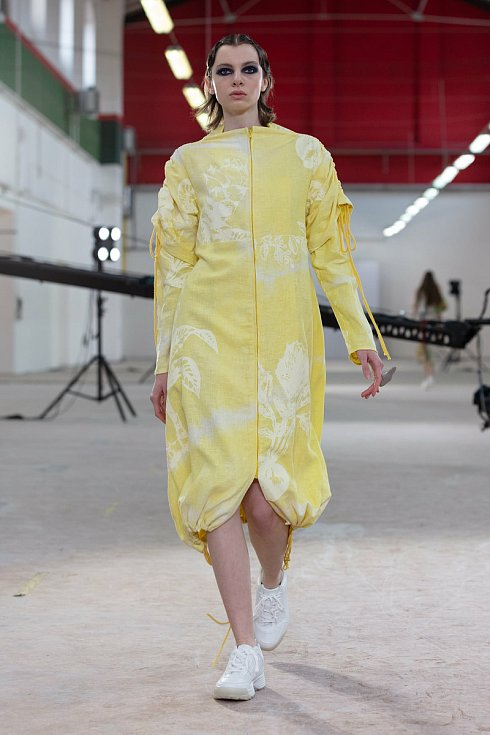 Tereza Koukalová na Fashion weeeku představila modely z kolekce Touch of Nature. Jde o dámskou oděvní kolekci s autorským potiskem, který se zaměřuje na barvení a vzorování přírodními materiály. Inspirace vychází z tradičního barvení, přírody a respektu v