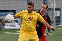 BÉČKO KRÁSNÉ STUDÁNKY TĚSNĚ ZDOLALO GASSERVIS. Ve žlutém je studánecký Tomáš Hájek, za ním Šolc.