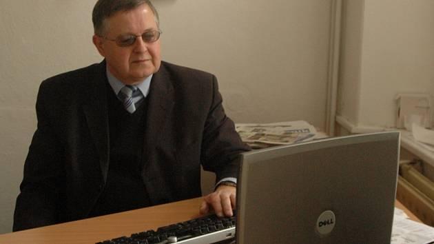 ODBOROVÉ RADY ON–LINE. Předseda Asociace samostatných odborů Milan Šubrt v úterý po internetu odpovídal čtenářům Deníku na jejich otázky.