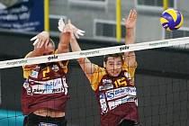 LIBERECKÝ DVOJBLOK Staněk (vlevo), Správka v akci během utkání s Nantes na zářijovém turnaji v Liberci.