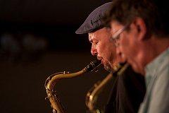 Letní jazzová dílna Karla Velebného pokračovala ve středu 16. srpna lektorským koncertem v restauraci Beseda, kam byl koncert přesunut kvůli nepříznivému počasí z nádvoří frýdlantského zámku.