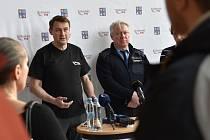 Tiskový brífink po jednání krizového štábu Libereckého kraje dne 15. března 2020. Na snímku Martin Půta (vlevo) a krajský policejní ředitel Vladislav Husák.