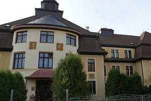 Výchovný ústav, dětský domov se školou, střední škola, základní škola a školní jídelna v Chrastavě. Archivní foto
