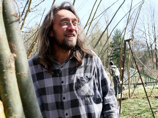 Zbyněk Vlk ze sdružení Lunaria, který projekt s pomocí Pavla Hamříka a Martina Vaňa a s přispěním Nadace Via uvedli v život.