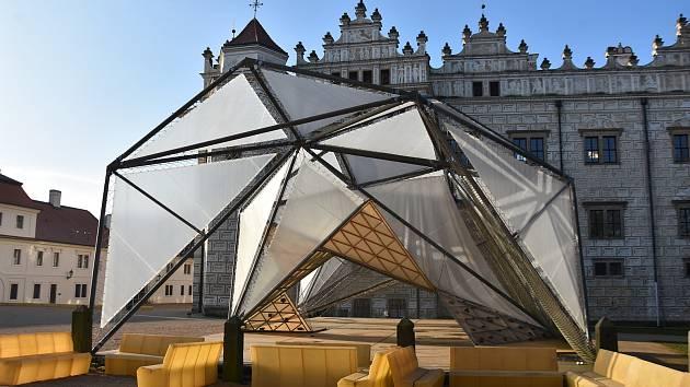 Moderní stavba musí od zámku v Litomyšli pryč. Koupila ho Technická univerzita Liberec.